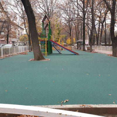 Детская площадка на бульваре Эркиндик 3(по ул.Токтогула) - 1